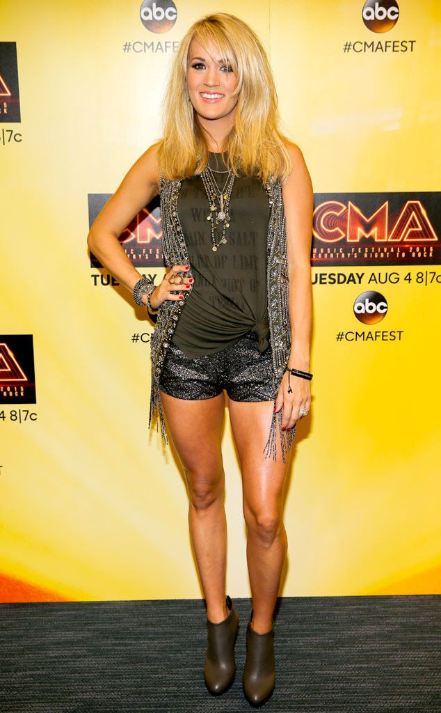 Carrie Underwood Shows Trim Post-Baby Body in Sparkling Outfit at 2015 CMA Music Festival?See Pics!   E! Online Mobile