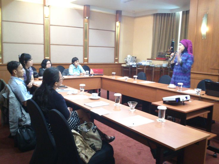 Ibu Irma Devita Purnamasari, S.H.,M.KN | Praktisi Hukum dan Penulis Buku-buku Hukum sedang memaparkan materi Hak Tanggungan — at Mercure Jakarta Kota Hotel.