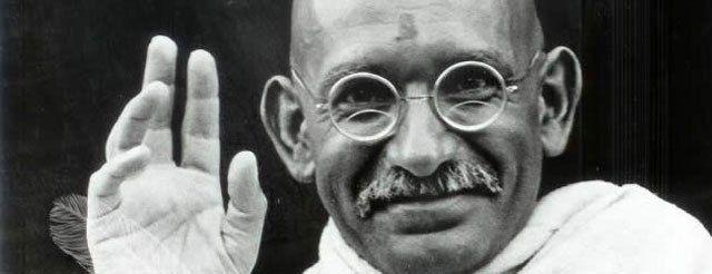 Er war ein Revolutionär im Gewand eines Heiligen: Mahatma Gandhi. Bislang galt er als Ikone des antikolonialen Kampfes. Dazu galt sein Pazifismus als vorbildlich. Gandhi, der Führer im Kampf gegen …