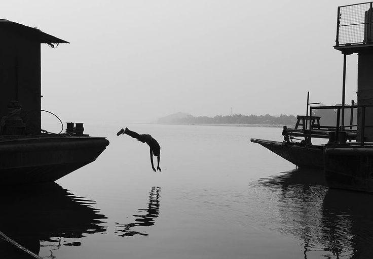 Photo by  @krishna_photography  Jump... #guwahati #assam #india #indiapictures #streets_of_assam #_soi #bnw_planet #creativeimagemagazine #everydayindia #brahmaputra #river #jump #cultureir #everydayindia #streetphotographyindia #hikaricreative #indiaphotoproject