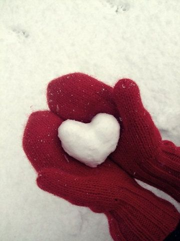 I have red mittens, I want to do this and make my own Christmas cards.