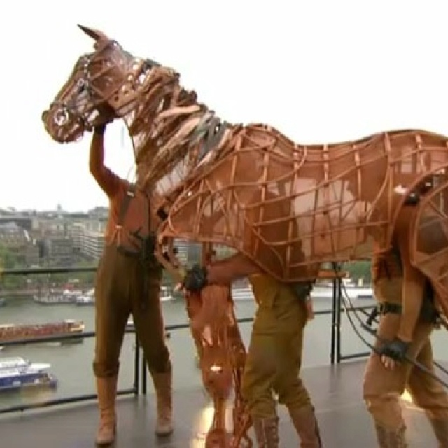 Warhorse puppet on the roof of the National Theatre, London, during the river pageant celebrating the Jubilee. (via RT from @royalpagent, I think)