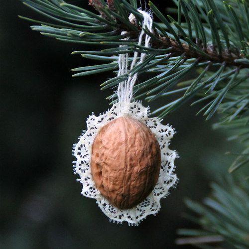Retro Vánoční ozdoby - oříšek - s krajkou