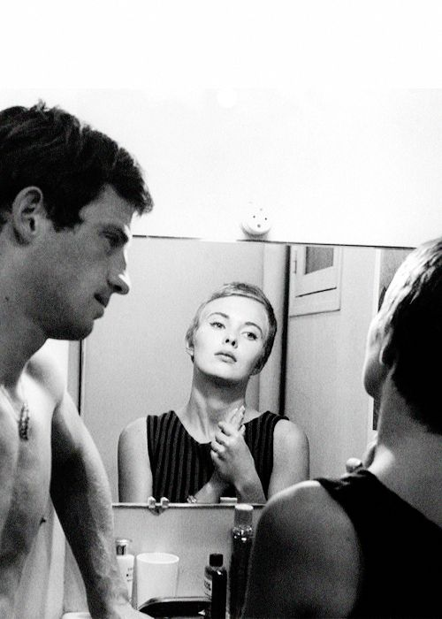 """Jean-Paul Belmondo, Jean Seberg in """"À bout de souffle"""" (1960). Director: Jean-Luc Godard."""
