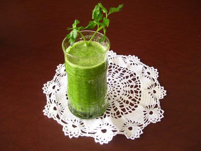 Ingredienti:  bietoline, 250 g  broccoli, una testa e mezza  sedano, due gambe e mezza  kiwi, 3 morbidi