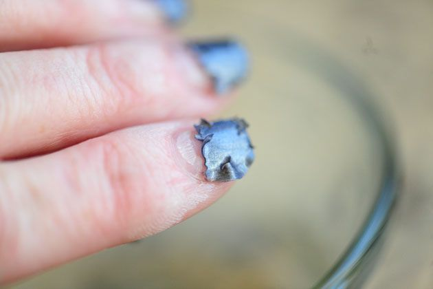 Removing shellac polish with acetone