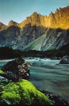 Die Trollwand (Trollveggen) ist Europas höchste Steilwand und ragt etwa 1.700 Meter in die Höhe.