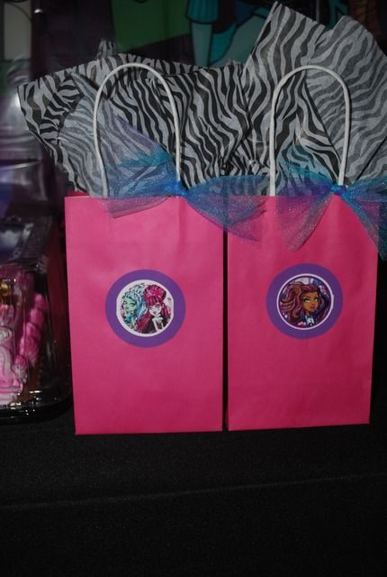 Monster high treat bags. This might be more appropriate for the boys. Black bags with blue trim and printables of the guy characters.