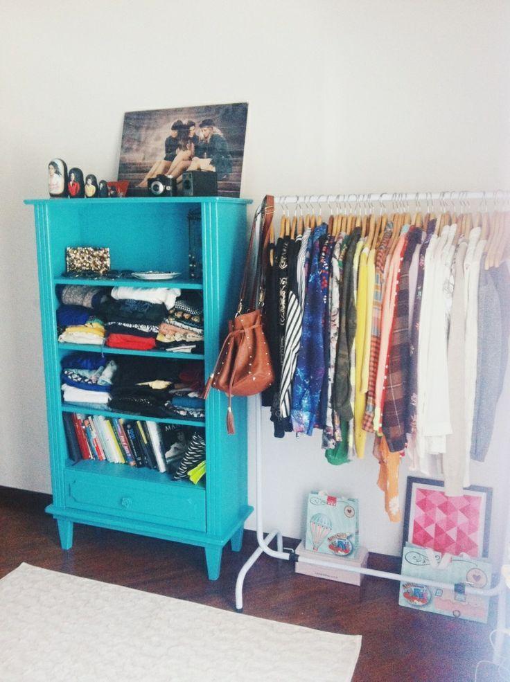 Araras de roupa na decoração do quarto                                                                                                                                                                                 Mais