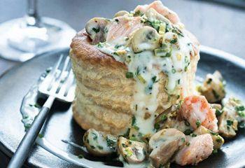 Vol-au-vent au saumon et aux champignons de Paris  **remplace lait par lait d'amande et vol au vent par pate feuilleté sans gluten