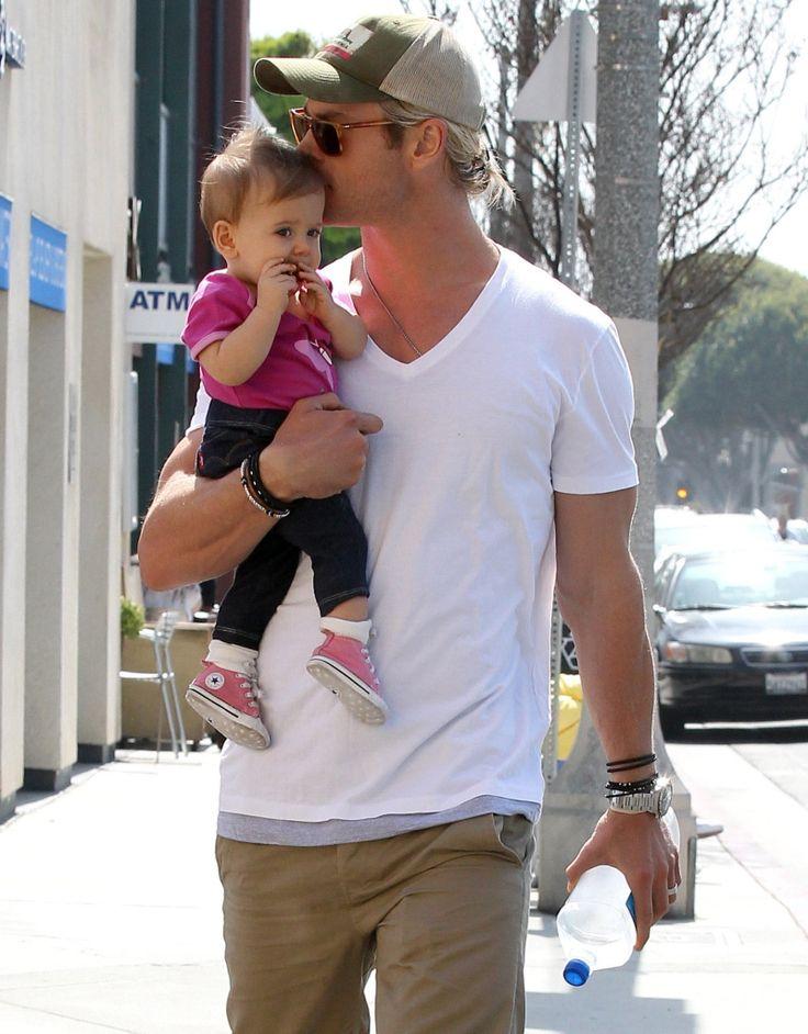 Chris Hemsworth w/ daughter India Rose