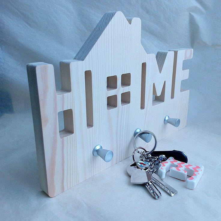 """Деревянная ключница """"Home"""". В наличии."""