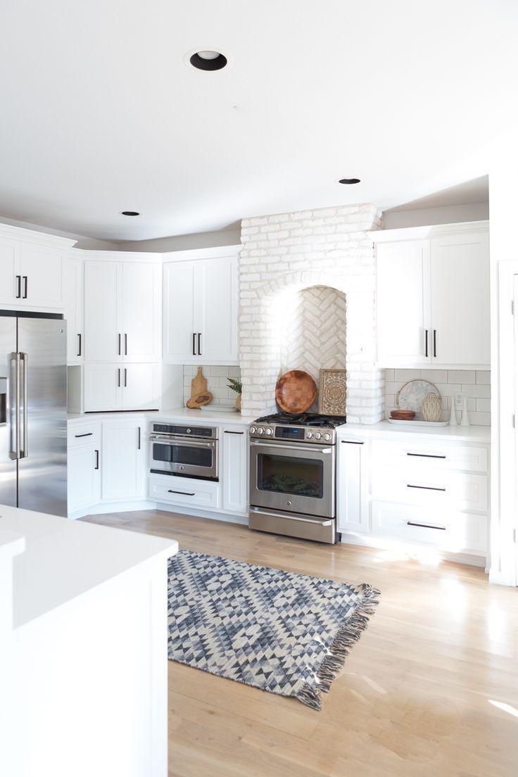 Modern White Farmhouse With Black Windows And Doors Trendy Farmhouse Kitchen Brick Kitchen White Modern Kitchen