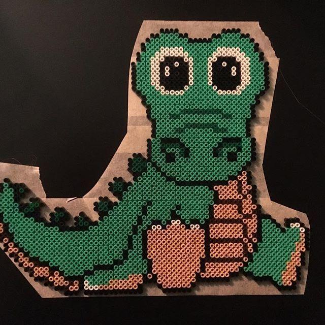 Krokodil #perler #perlerart #pixelart #beads #beadart #pärlor #pärlplatta #hama #hamamini #minipärlor #hamabeads #handmad #art #crafting #pyssel #pärlkonst #pixelkonst #2018 #krokodil #anjatakacs #crocodile