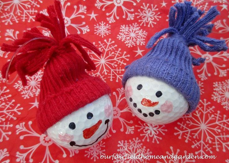 Snowman Ornaments ~ from golf balls! Here's a quick & easy craft perfect for party favors, holiday gifts and package toppers! Directions: Cut the toe off a bab…