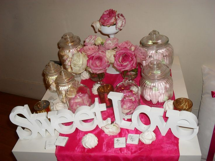 Candy table in fuxia