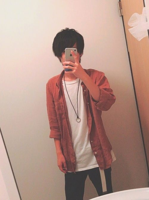こんにちは!!今回は白Tの上に赤系のフレンチリネンシャツを着ました!秋に近づくほど合うと思います!
