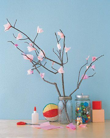 branche et fleurs en papier en attendant le printemps