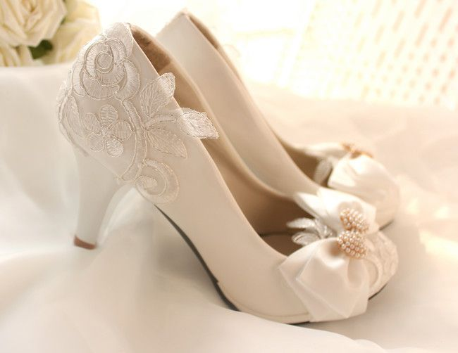 New Arrival Ivory White Lace Low Heel Pearl Shoes Wedding