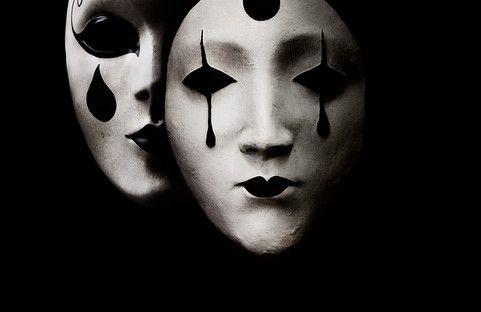 """""""possiamo indossare tutte le maschere che vogliamo, ma sono solo i dettagli che fanno la vera differenza"""" [La bestia non si ferma – p.89] Un Pensiero – LOPCom"""