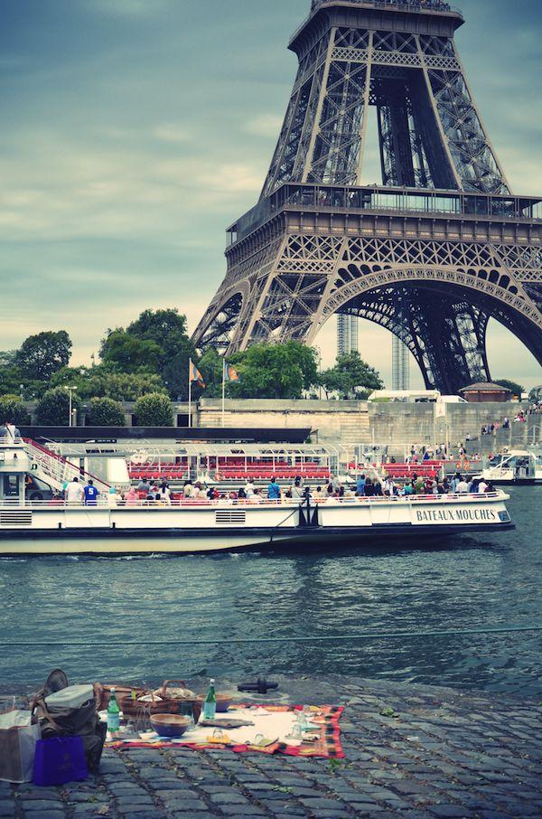Take a tour along the Seine river when you go to Paris!