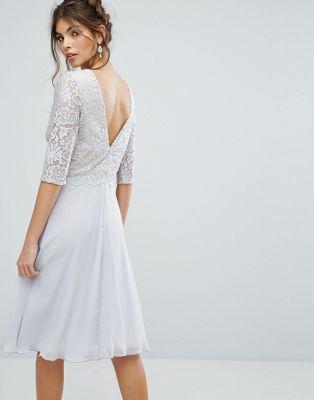 Платье миди с V-образным вырезом на спине и кружевным верхом Elise Ryan