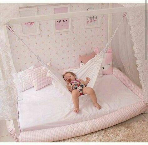 An der Decke hängen im Haus der Babys Swing Crib Models Bilder für Babys