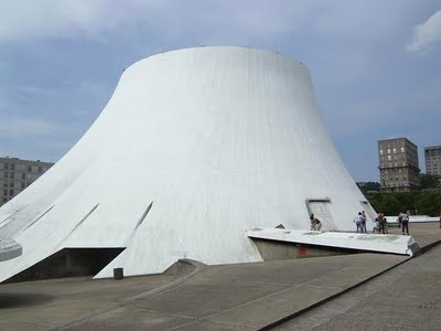 This House of Culture in Le Havre was constructed in 1982 by the Brazilian architect Oscar Niemeyer. The building shaped like a volcano shelters a theatre and a cinema showing independent films.