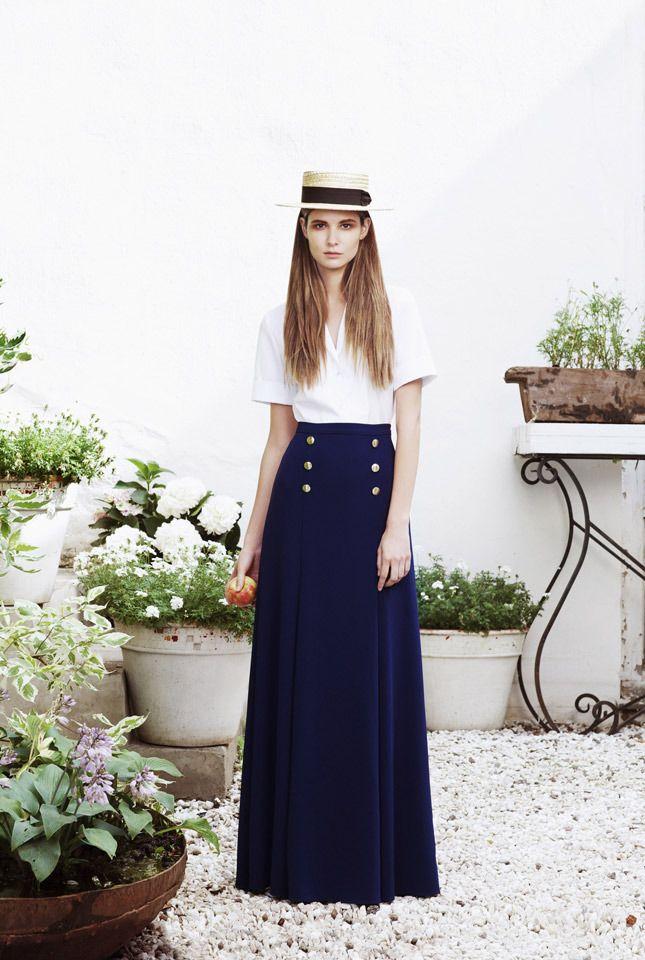 Белая блузка, темно-синяя юбка в пол,  A La Russe Anastasia Romantsova