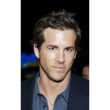 Ryan Reynolds At The Premiere Of Blade Trinity Canvas Art - (16 x 20)