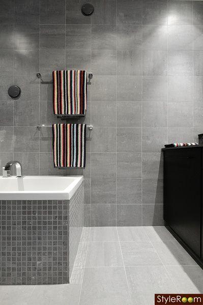 Kylpyhuone  Grey bathroom