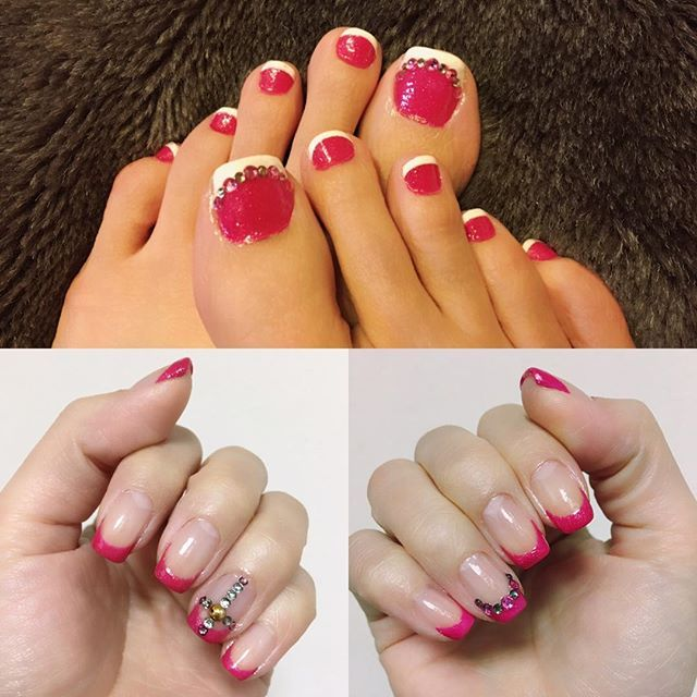今回は手も足もSHOCKなピンク✨服などはモノトーンでシンプルなのが好みの為、鮮やかなピンクが映える!!!……気がする🌀  #マニキュア #ネイル #フレンチネイル #セルフネイル #ペディキュア #ピンク #ラインストーン