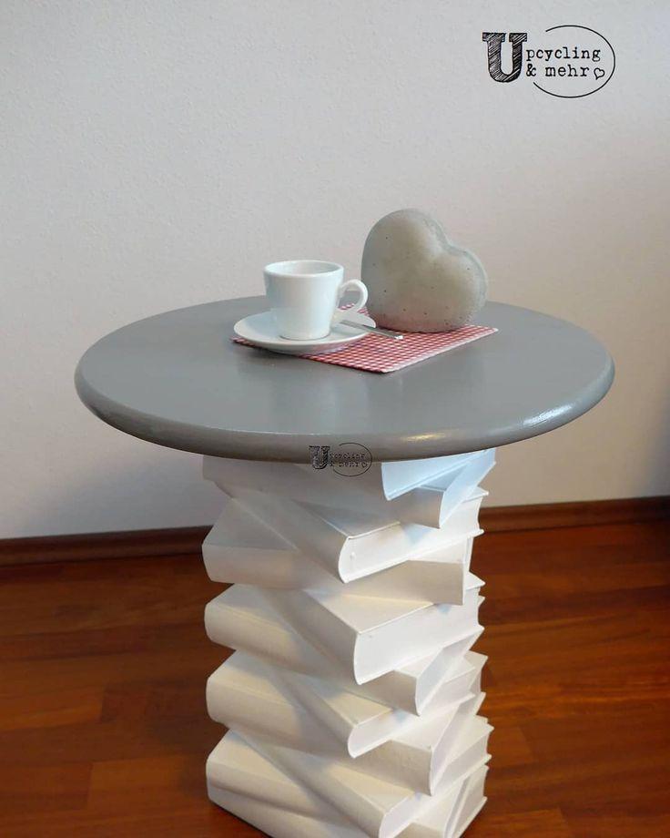 Beistelltisch aus alten Büchern 📚 www.upcyclingundm… . coffee table made o…