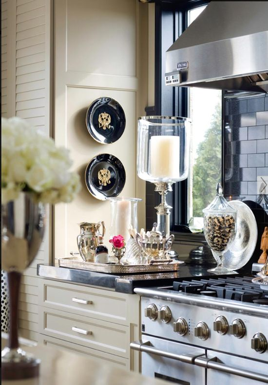 .Cabinets, Kitchens Interiors, Kitchens Decor, Kitchens Design, Plates, Silver Trays, Candles Holders, Interiors Design, Windows