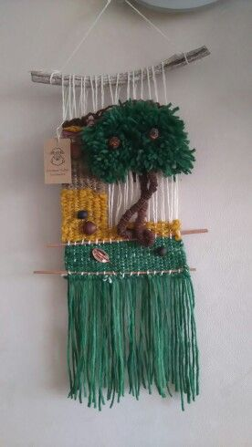 Telar decorativos árbol Con lanas de ovejas y frutos secos traídos de Collipulli sur de chile hermosa ciudad.