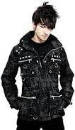 Uomo vestito punk