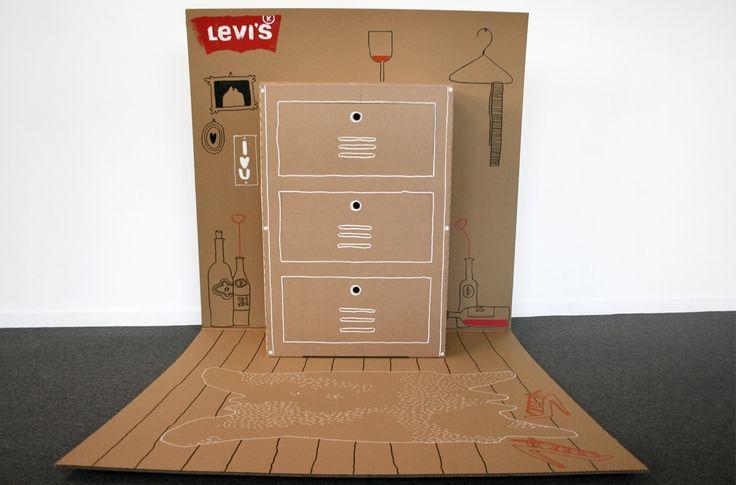 Levi'sの愉快なDM 「飛び出す絵本ならぬ、飛び出すクローゼット!?」   AdGang