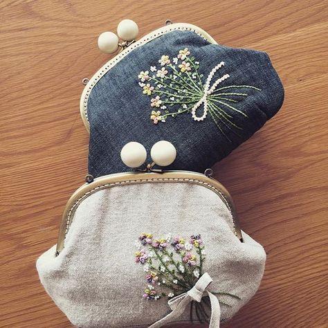 넘 이쁜 내 가방들.. 가을이라 그런지 카키도 이쁘다^^ #embroidery #김해장유자수샵 #봄빛퀼트자수 #자수가방 #구슬프레임가방