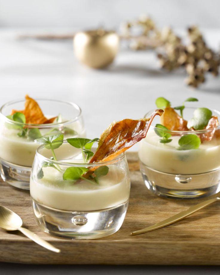 Een supereenvoudig en toch erg smaakvol hapje, dit preisoepje met gedroogde ham. Serveer in een mooi glaasje of verrine tijdens de feestdagen. Scoren!
