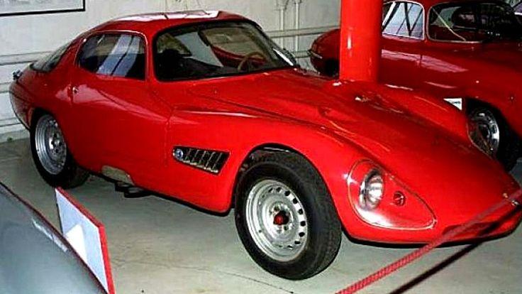 Voiture de 1958 Abarth Alfa Romeo 1000 elle mesure 61 pouces de largeur, 145,3 pouces de longueur, et a un empattement de 85 pouces, produite de 1958 à 1960.