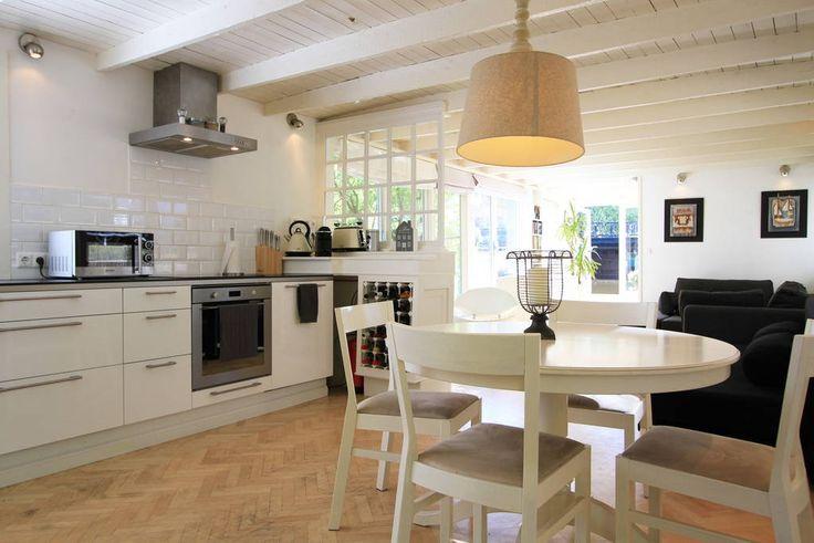 Regardez ce logement incroyable sur Airbnb : Houseboat in city center - Bateaux à louer à Amsterdam