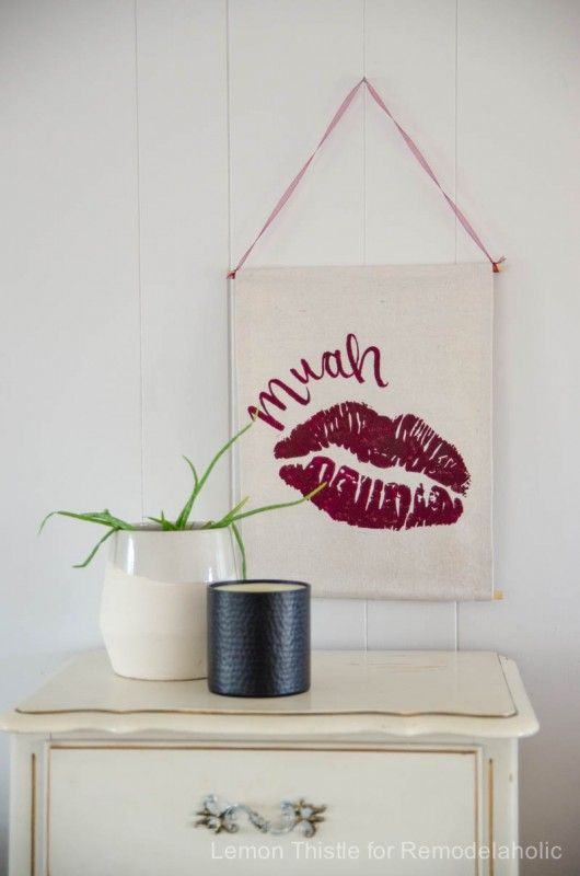 This Fun Diy Muah Valentines Wall Hanging Is The Perfect Decor To Brighten Your Home For Day Without Resorting Tacky Vday Decorations