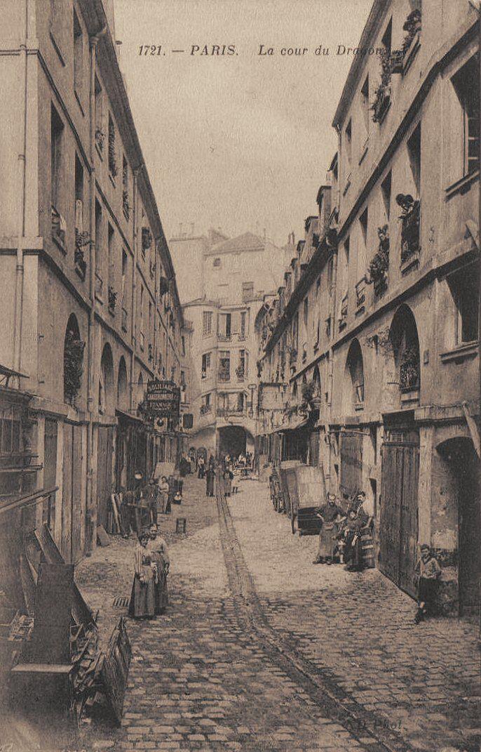 cour du Dragon - Paris 6ème - Autre vue superbe de la cour du Dragon vers 1900 (vieille carte postale)