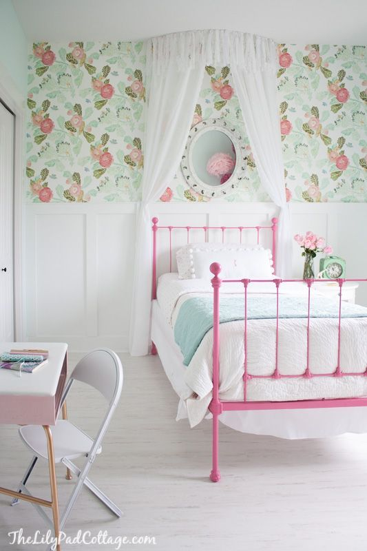 Oh my gosh that wallpaper!  Beautiful little girls room.
