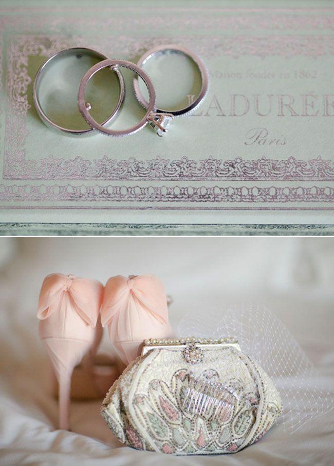 zapatos rosa con lazo novia y cartera