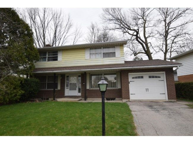 1133 GUILDWOOD BL - A wonderful opportunity to move into the Oakridge community, 2-storey home with attached garage. The main floor includes spacious living room and dining room with hardwood floors. The kitchen has plenty of storage space and enough room for a table or island. The upper level has spacious master bedroom, a fourth bedroom/office and 4 piece bath. This home features hardwood floors in all the bedrooms. You`ll be enticed by the spacious, park-like back yard with mature trees…