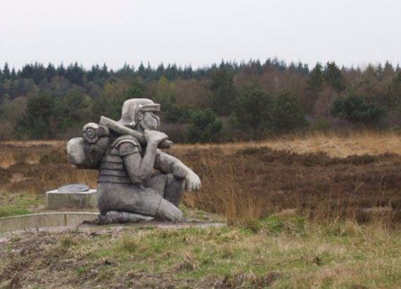 Het-Romeinse-marskamp-op-de-hei-bij-Ermelo.jpeg (570×411)