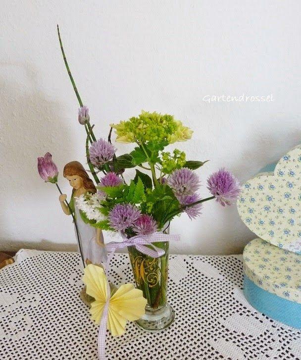 """Tischdekoration Schnittlauchblüten, weiße Hortensie """"Endless Summer"""", Deutzia, Farn und Frauenmantel"""