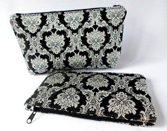 Luxury gift set o two brocade bags. Both with lining and reinforcement and zip. Keep its shape!  Size 12x20cm. With cotton lining. Perfect for small