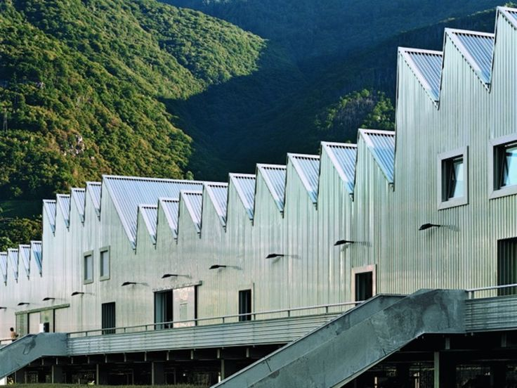 Training Centre in Gordola | DETAIL inspiration + corrugated iron cladding + saw tooth roof
